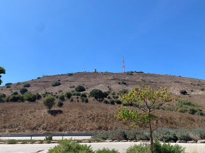 Israel atacó por la noche objetivos militares iraníes y del Ejército sirio tras desactivar el martes varios artefactos explosivos colocados cerca de la línea divisoria en los Altos del Golán (EFE/Alfonso Bauluz/Archivo)