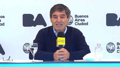 Fernán Quirós defendió el criterio de CABA para mantener las clases presenciales y evitó opinar sobre el proyecto del Gobierno para regular las restricciones