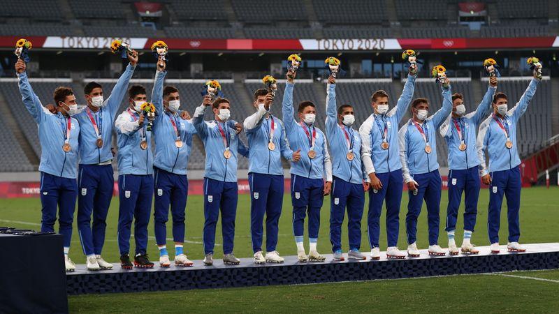 El momento de la celebración de la medalla de bronce (REUTERS/Siphiwe Sibeko)