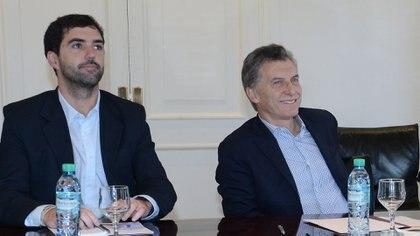 Mauricio Macri y Emilio Basavilbaso, ex titular de la Anses (NA)