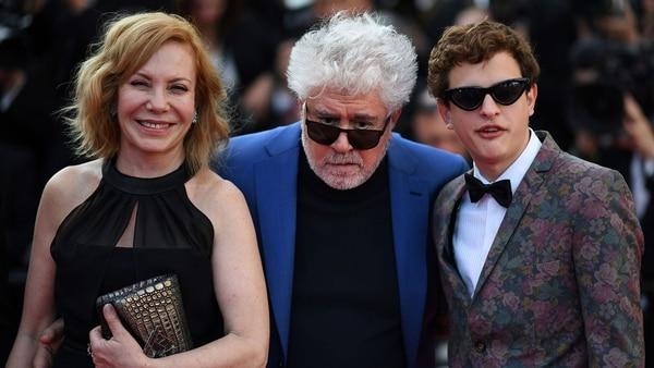 Cecilia Roth, Pedro Almodovar y Lorenzo Ferro (AFP)