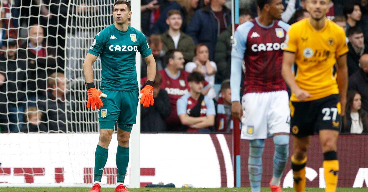 Dibu Martínez, de una espectacular atajada a sufrir tres goles en 15 minutos con el Aston Villa - Infobae