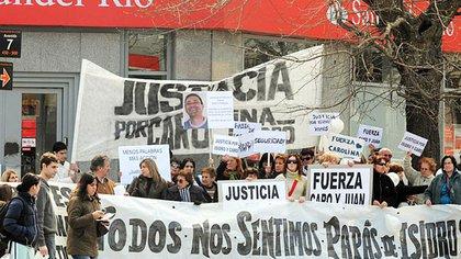 Píparo fue asaltada luego de retirar 10 mil dólares y 13 mil pesos de la sucursal del banco Río Santander de las calles 7 y 42  (Télam)