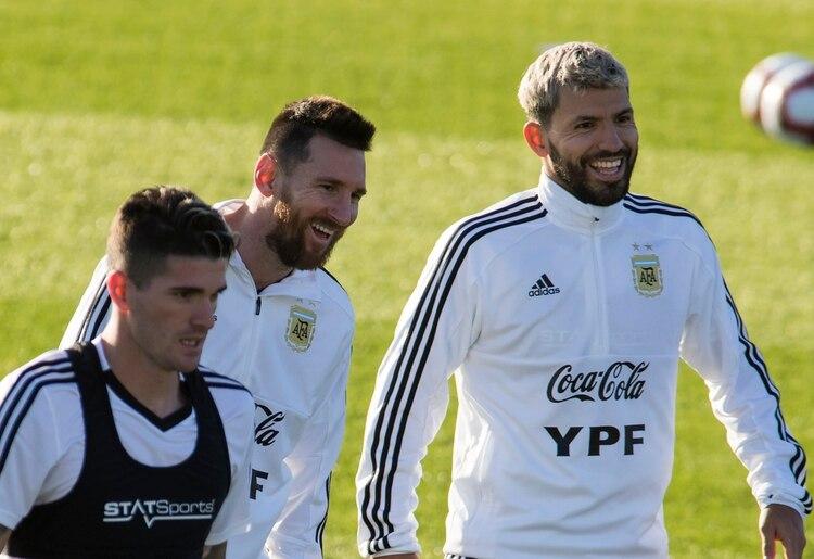 Agüero y Messi serán titulares esta tarde (Foto AFP)