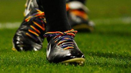 Los cordones arcoiris que ya usan los futbolistas de la Premier League (Reuters)