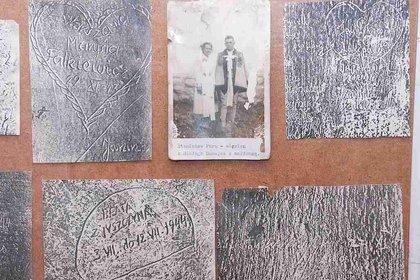 Los grabados hechos por los prisioneros se perdieron en la posguerra, cuando los dueños del hotel pintaron las paredes. Pero aún quedan algunas fotografías (Andrzej Samardak/Z-NE)