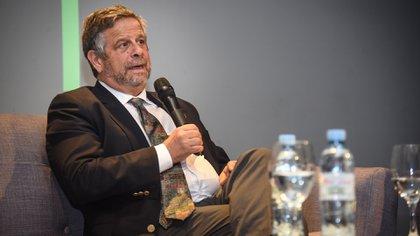 Tras un extenso debate sobre el escenario actual de la salud en Argentina, el profesional invitó a la población a que dejen de asimilar el problema de obesidad con un estatus social