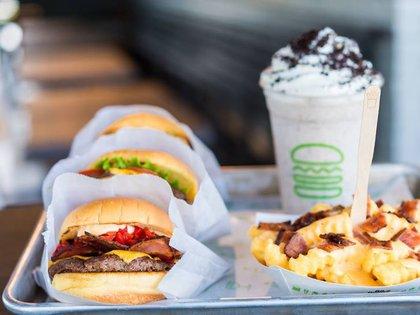 Las hamburguesas, papas y malteadas de Shake Shack llegarán a la Ciudad de México el próximo verano, en el restaurante ubicado sobre Paseo de la Reforma, esquina con Río Tíber (Foto: Facebook)