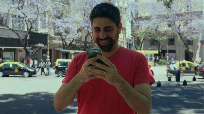 """Perfil Bajo"", la obra para un solo espectador quese lleva a cabo por Whatsapp"
