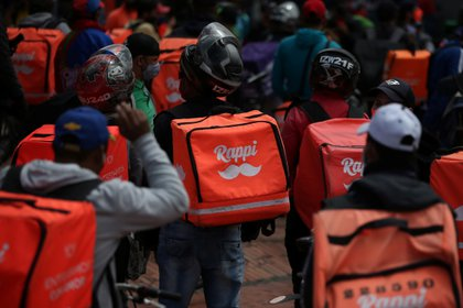 Delivery workers for Rappi and other delivery apps protest as part of a strike to demand better wages and working conditions, amid the coronavirus disease (COVID-19) outbreak, in Bogota, Colombia August 15, 2020. Picture taken August 15, 2020. REUTERS/Luisa Gonzalez