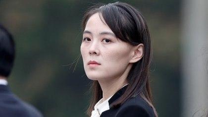 """La implacable hermana del dictador norcoreano, Kim Yo-jong. Fuentes de inteligencia surcoreanas aseguran que la mujer es la """"segunda al mando de facto"""" de su país (Reuters)"""