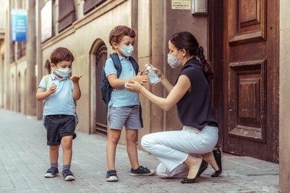 Los niños producen muy pocos anticuerpos contra una proteína viral que solo es visible para el sistema inmunológico, a diferencia de los adultos
