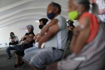 Adultos mayores de cinco alcaldías deberán revisar las fechas. (Foto; Reuters)