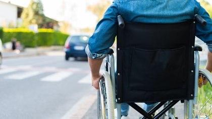 Las rampas son indispensables para la movilidad reducida de las personas con una discapacidad. Por eso es esencial que no estén bloqueadas. (iStock)