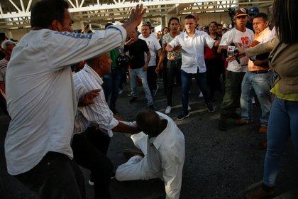 Caos en el aeropuerto de Maiquetia tras la llegada de Maduro (REUTERS/Manaure Quintero)