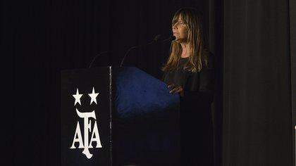 Gabriela Cociffi, directora editorial de Infobae, destacó en la ceremonia el compromiso de este medio con el fútbol femenino