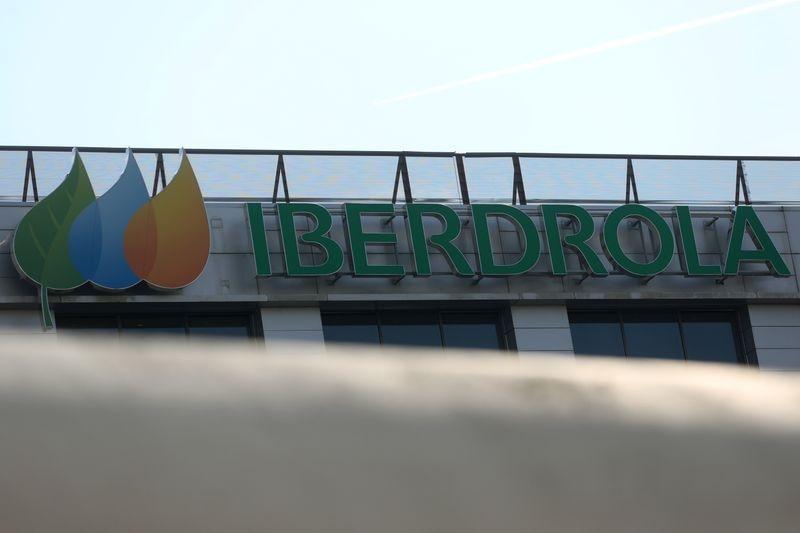 De acuerdo con AMLO Iberdrola cobra muy caro la luz (Foto: Reuters / Sergio Pérez)