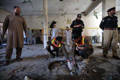 Al menos siete muertos y 70 heridos en un atentado en un seminario de Pakistán - Infobae
