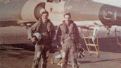 Mir González, en ese entonces capitán de la Fuerza Aérea, es un héroe de #Malvinas que fue parte protagonista y testigo del bombardeo que puso fuera de combate a la fragata HMS Ardent. Foto: Gentileza Mir González.