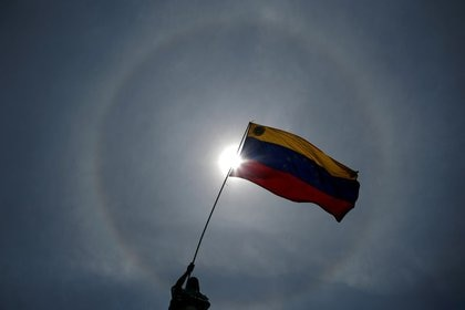 Foto de archivo ilustrativa de una bandera de Venezuela en una marcha contra el Gobierno del presidente Nicolás Maduro en Caracas.  May 1, 2019. REUTERS/Ueslei Marcelino