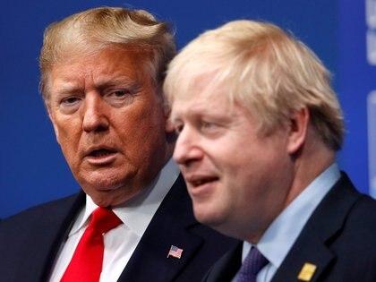 Donald Trump y Boris Johnson en diciembre pasado, durante un encuentro de la OTAN (REUTERS/Peter Nicholls/File Photo)
