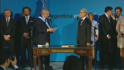 Julio Vitobello al jurar como Secretario General de la Presidencia.