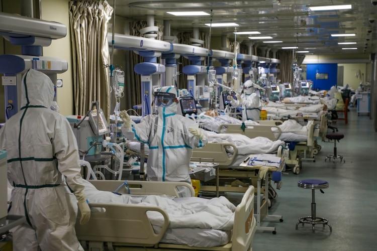 La expansión del COVID-19 ha causado más de 42.600 infecciones en China y 1.016 muertos. (China Daily via REUTERS)