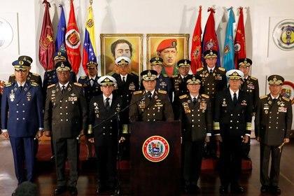 El ministro de Defensa Vladimir Padrino López pronuncia un mensaje de apoyo al presidente venezolano Nicolás Maduro, en Caracas, Venezuela, el jueves 24 de enero de 2019 (Reuters/ Manaure Quintero)