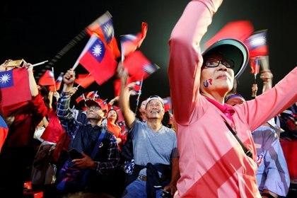 Una mayoría de taiwaneses se identifican más como tales que como chinos.