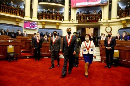 Sagasti fue acompañado al hemiciclo por los vicepresidentes de la Mesa Directiva (Luis Iparraguirre/Presidency/Handout via REUTERS)