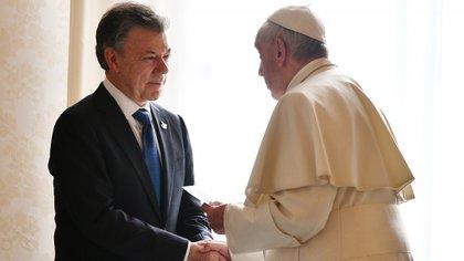 La visita de Santos al papa Francisco estaba prevista desde hacía meses (AFP)