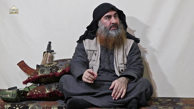 Abu Bakr al-Baghdadi en una imagen de 2017 cuando se proclamó califa de todos los musulmanes y creó el Estado Islámico.