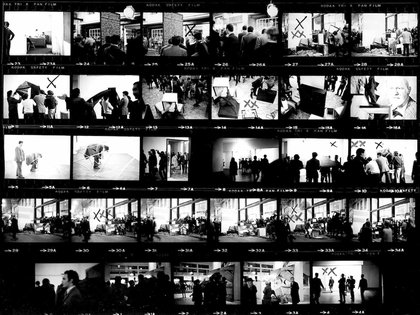 """Artistas se retiran y rompen sus obras como respuesta a la censura de """"Experiencias 68"""" (Roberto Jacoby)"""
