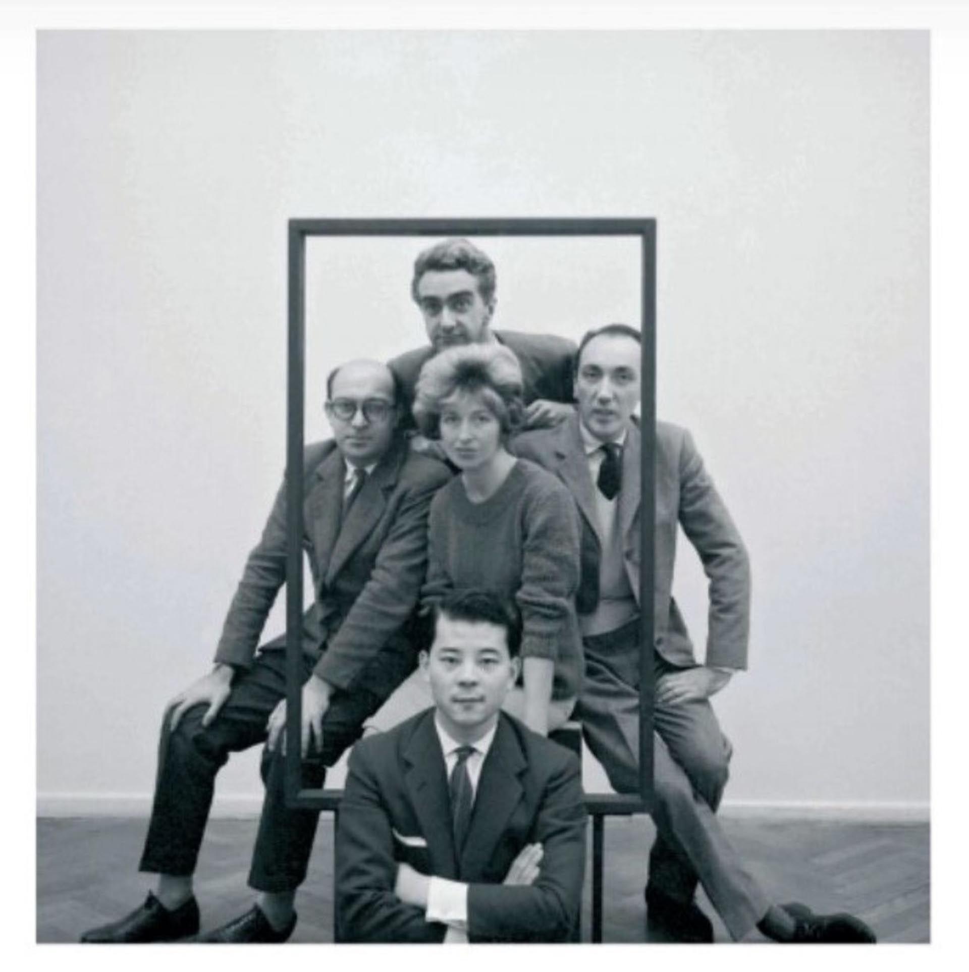 El grupo de la galería: Sakai, Testa, Fernández, Muro, Ocampo y Sarah Grilo en una muestra de pinturas de la artista