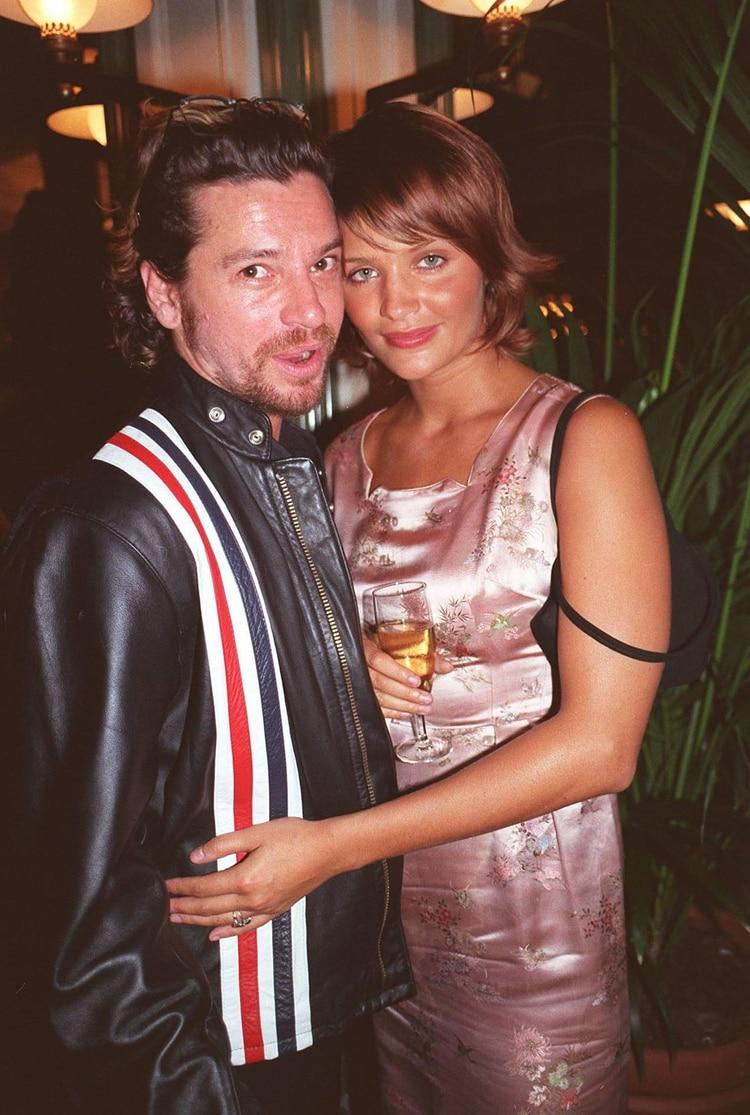 Michael Hutchence y la supermodelo Helena Christensen, quien fue su novia a comienzos de los '90s. (Richard Young/Shutterstock)