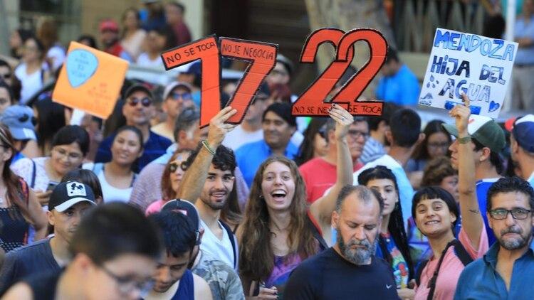 Los manifestantes le reclaman al gobernador Rodolfo Suárez que vete las modificaciones a la ley 7722