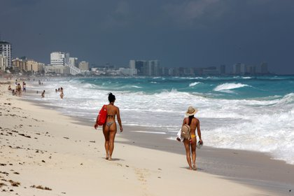 """Every year, Mexico received thousands of young Canadians who enjoyed the """"Springbreak"""" season in destinations such as Los Cabos and Cancun (Photo: EFE)"""