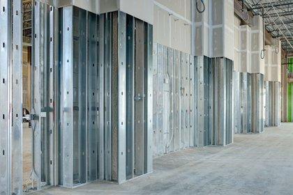 La metodología, que proviene principalmente de los Estados Unidos, optimiza los tiempos y hace posible llevar a cabo una remodelación, una vivienda completa y hasta edificios que requieren de mayor ingeniería (Shutterstock)