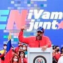 Fotografía cedida por Prensa de Miraflores donde se observa al presidente de Venezuela, Nicolás Maduro, en un acto de cierre de campaña de candidatos a diputados a la Asamblea Nacional hoy jueves en Caracas. EFE/ PRENSA MIRAFLORES