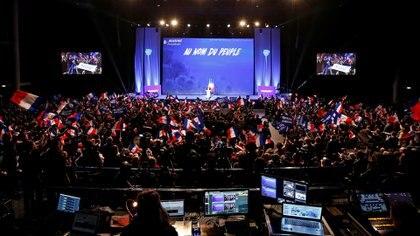 """""""En nombre del pueblo"""": el mensaje en un acto de Marine Le Pen encarna la definición de populismo: una ideología que habla en lugar del otro colectivo. (Reuters)"""
