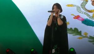 """""""Sí la regó, lo cantó como si hubiera tomado pastillas"""": Pepe Aguilar respondió a críticas contra Ángela Aguilar por la entonación del Himno Nacional"""