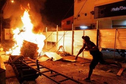 Hubo serios incidentes en la protesta contra el gobierno paraguayo (César Olmedo/Reuters)