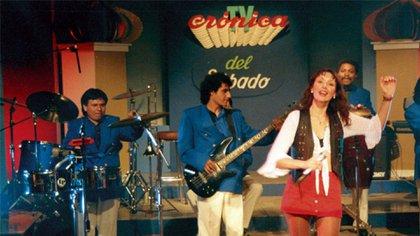 Gilda cantando en Crónica TV en la década del '90. Sus letras románticas llamaban la atención