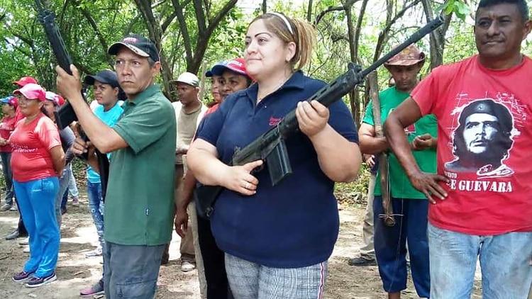 Dariana González, presidente del consejo municipal, junto al concejal Julio Uvieda