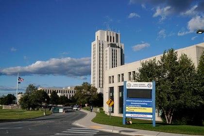 El Centro Médico Militar Walter Reed, en Maryland donde fue trasladado Donald Trump para pasar los próximos días y llevar a cabo su tratamiento (Reuters)