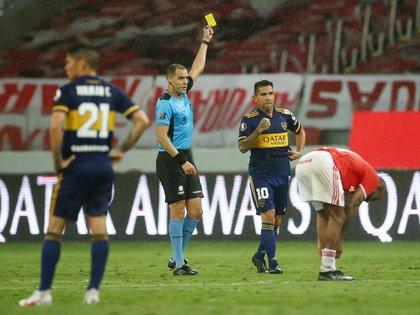 El uruguayo Esteban Ostojich dirigirá el partido entre Racing y Boca (REUTERS/Diego Vara)