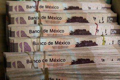 Foto de archivo. Fajos de billetes de peso mexicano en una casa de cambio de Ciudad Juárez. 15 de enero de 2018. REUTERS/Jose Luis Gonzalez.