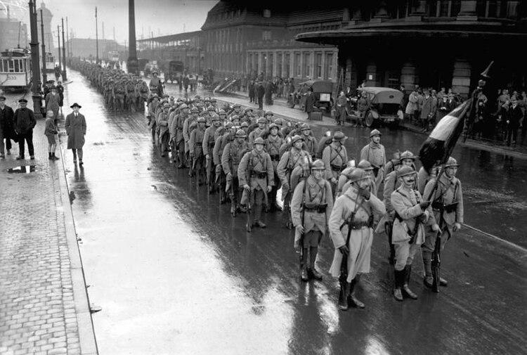 Tropas francesas en la ciudad alemana de Dortmund, región del Ruhr, en 1924