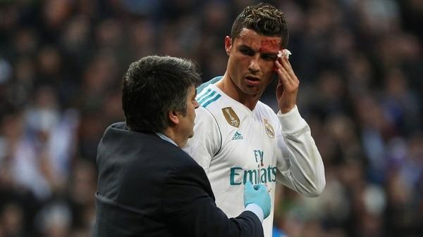 Ronaldo abandonó el terreno tras el golpe y dejó a su equipo con diez jugadores (Reuters)