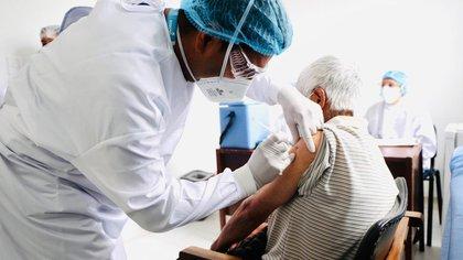 Senador del Centro Democrático pide agilidad al Gobierno para que privados puedan comprar la vacuna contra el covid-19